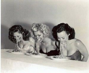 ShowViral_pin-up-spaghetti-eating-contest_285788